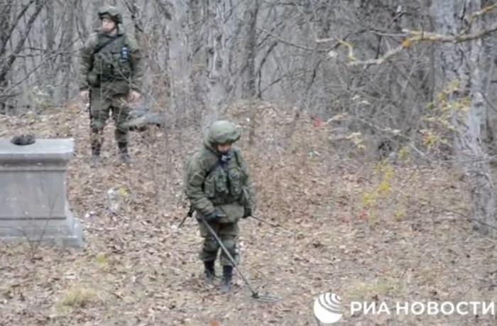 Rusiyalı istehkamçılar Şuşa ətrafını minalardan təmizləyir - VİDEO