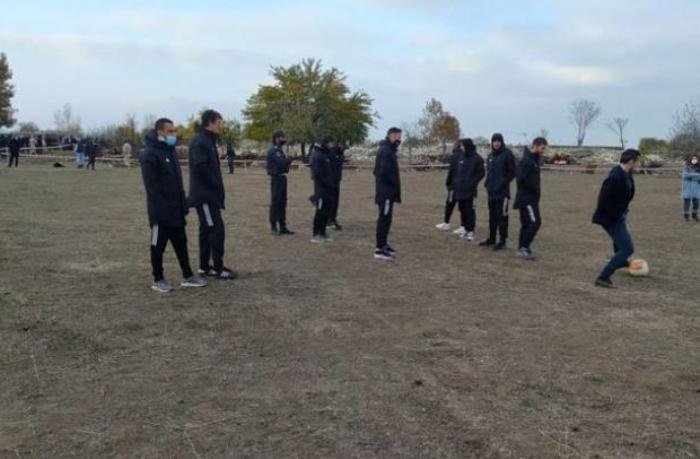 """""""Qarabağ"""" 27 ildən sonra Ağdamda simvolik futbol oynadı — FOTOLAR"""