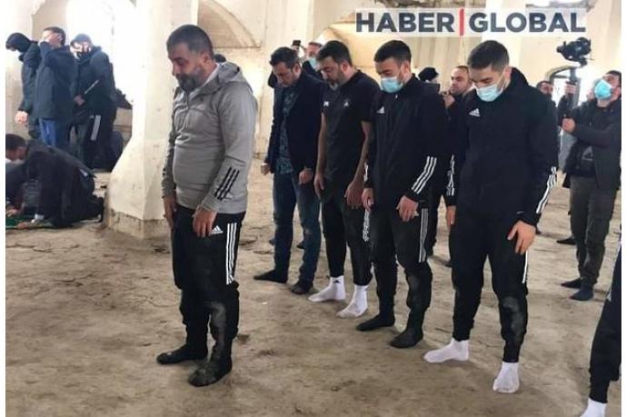 """""""Qarabağ"""" futbol klubunun üzvləri Ağdamın Cümə məscidində namaz qıldı — FOTO"""