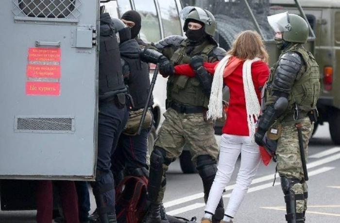 Belarusda etiraz aksiyaları  — saxlanılanlar var