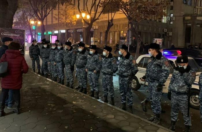 Yerevanda polis etirazçılara güc tətbiq etdi — VİDEO