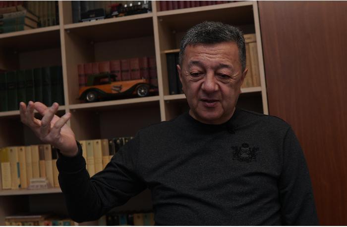 """""""İndi media deyəndə, hər kəs sosial şəbəkələri düşünür"""" — Elçin Şıxlı ilə MÜSAHİBƏ"""