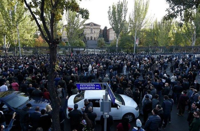 Paşinyan geri çəkildi, Ermənistanda qadağalar götürüldü
