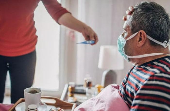 Evi tərk edən koronavirus xəstəsini polis saxladı