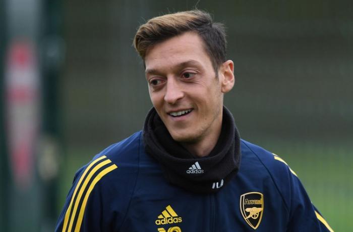 """Mesut Özil """"Fənərbağça""""ya keçdi"""