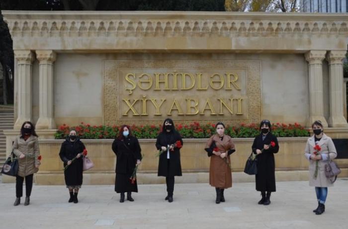 Ana Vətən Partiyası da şəhidlərin xatirəsini yad etdi — FOTOLAR