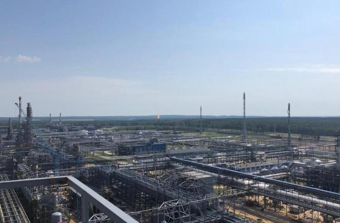 """""""SOCAR Construction"""" Mozır NEZ-in hidrokrekinq qurğusunun montajını başa çatdırdı — FOTOLAR"""