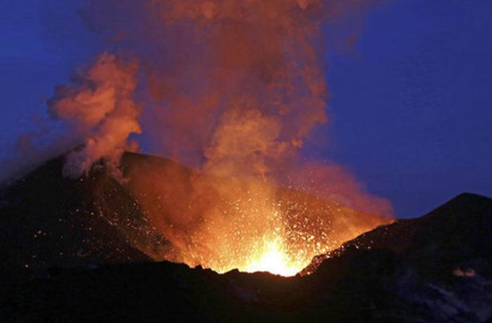 İspaniya vulkan püskürməsi səbəbiylə Kanar adalarına səfər etməməyi tövsiyə etdi