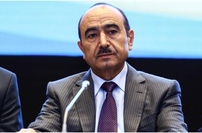 """Əli Həsənovun jurnalisti şantaj etməsinə reaksiya: """"Görün, qafası dünən necəymiş..."""""""