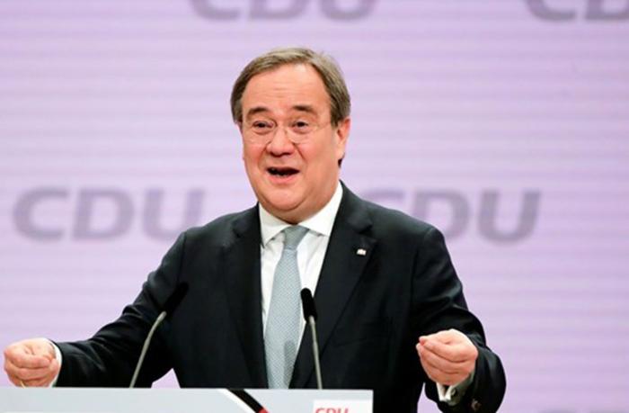 Merkelin partiyasının lideri seçildi