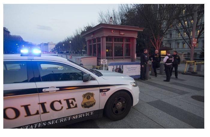 ABŞ-da Kapitolinin binasına daxil olmaq istəyən silahlı şəxs saxlanıldı
