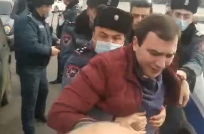 """""""Nikol xaindir"""" deyən müxalifət fəalı saxlanıldı"""