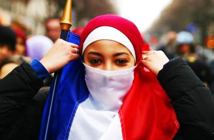 Fransa parlementində hicab qadağası müzakirə olundu