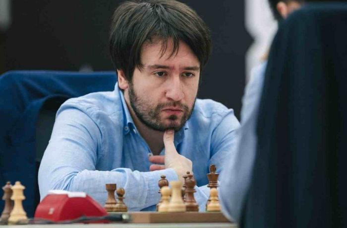 Teymur Rəcəbov erməni şahmatçını mat etdi