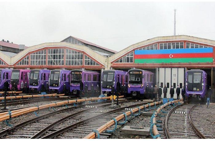 Bakı metrosunda qatarlar 20 Yanvar şəhidlərinin xatirəsinə matəm fiti verdi