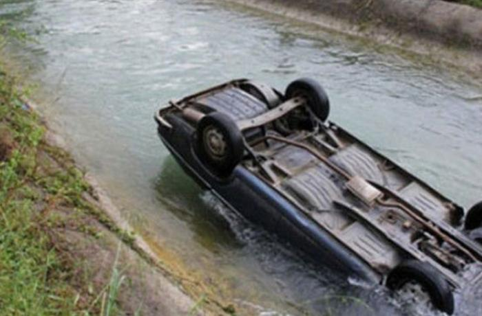 Sabirabadda maşın kanala aşdı: ölən var