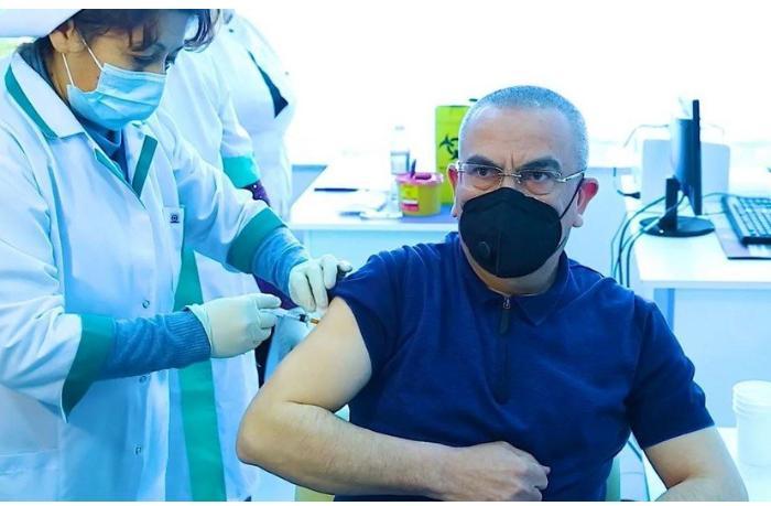 Qalmaqallı icra başçısı vaksin vurdurdu