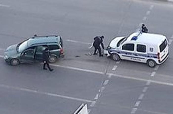 """Bakıda polis maşını """"Opel""""lə toqquşdu"""