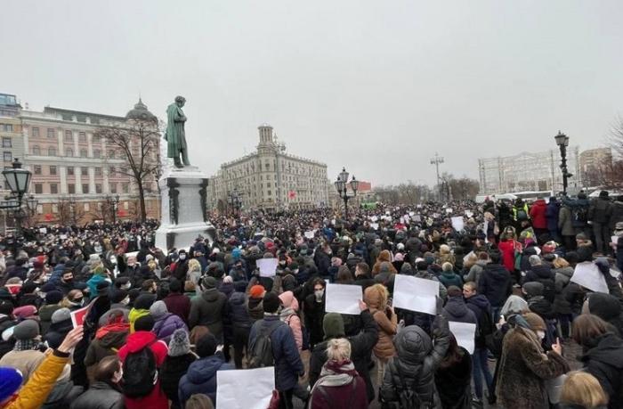 Moskvada mitinq qarşıdurmaya çevrilib, saxlanılanlar var