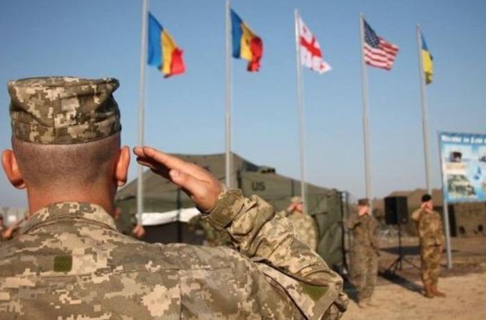Ukrayna ərazisinə xarici hərbi qüvvələrin daxil olmasına icazə verildi