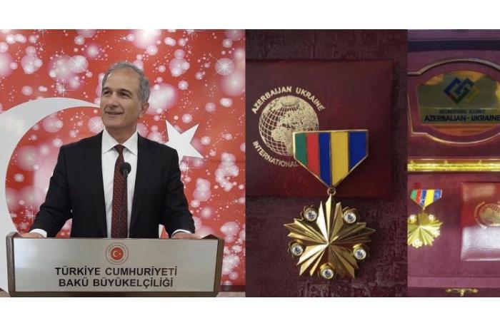 """Türkiyə səfirliyinin mətbuat müşaviri """"Qızıl medal""""la təltif edildi"""