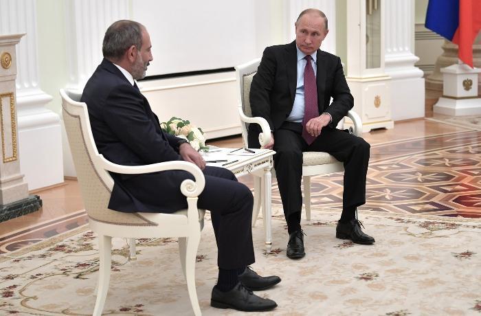 Putin Paşinyanla Qarabağı müzakirə etdi
