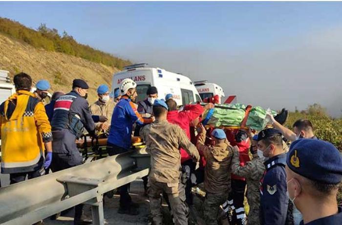 Türkiyədə sərnişin avtobusu uçuruma yuvarlandı — Ölənlər var