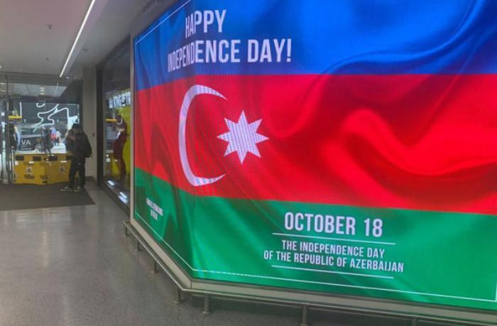 Londonda bilbordlarda Azərbaycanla bağlı məlumat yerləşdirilib — FOTO