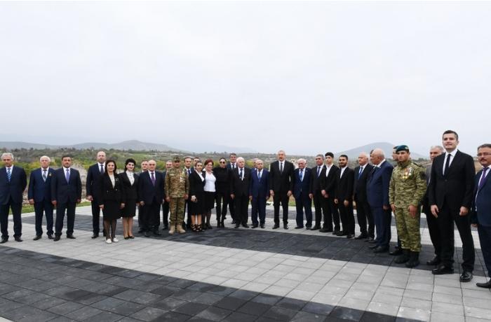 İlham Əliyev Füzuli rayon ictimaiyyətinin nümayəndələri ilə görüşdü — FOTOLAR