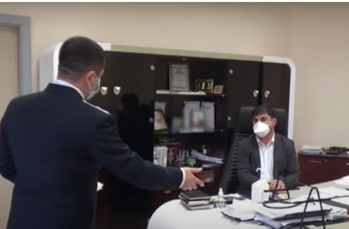 Xəstəxana direktorunun rüşvət almasının görüntüləri yayıldı — VİDEO