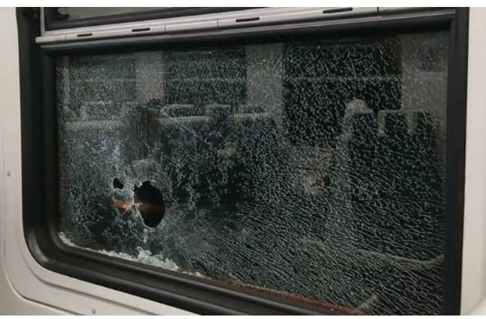 İrəvan-Gümrü qatarı daşa basıldı