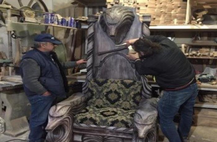 Azərbaycanlı işgüzar qadın əri üçün Atillanın taxtını düzəltdirdi