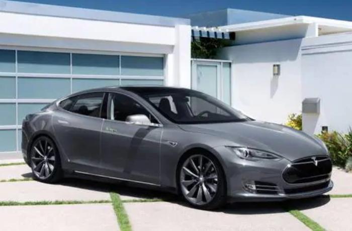 """""""Tesla"""" 135 minədək avtomobili geri çağırdı"""