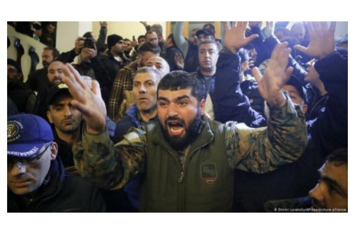 Ermənistanda ordu ayağa qalxdı — İrəvan ÇALXALANIR