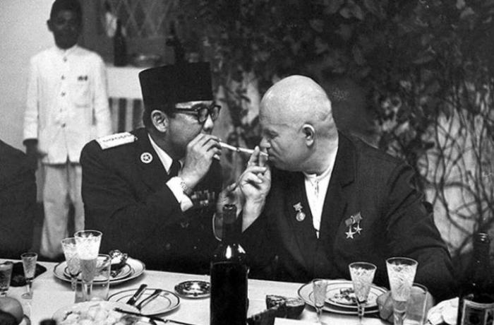 """""""Brejnev epoxası""""na yol açan saray çevrilişi — Dostları Xruşşovu necə devirdilər?"""
