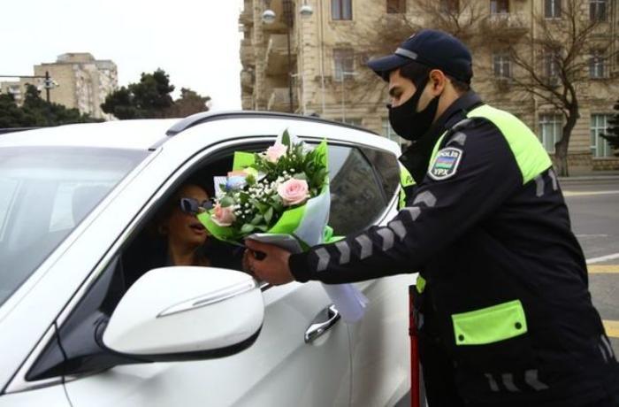 Yol polisi qadın sürücüləri belə təbrik etdi — FOTOLAR