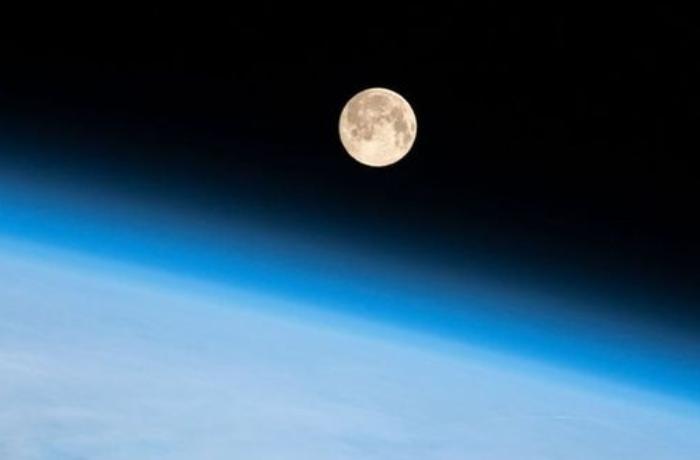 NASA Aya ilk qadını növbəti 10 il ərzində göndərəcək