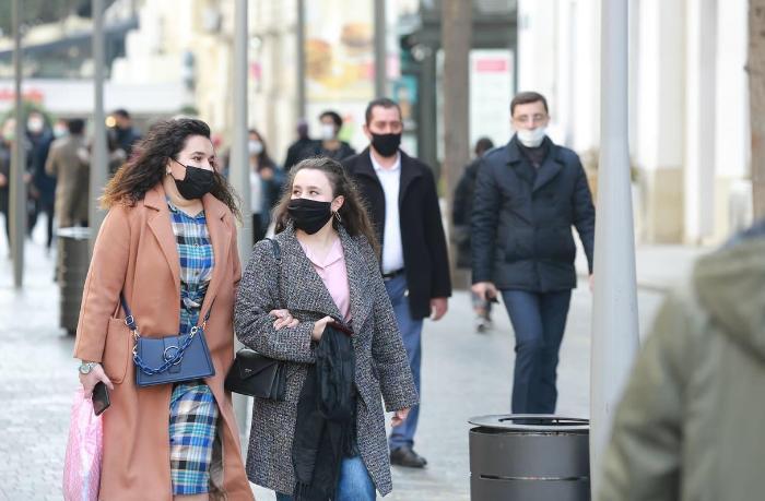 Açıq havada maska taxmamaqla bağlı AÇIQLAMA — VİDEO