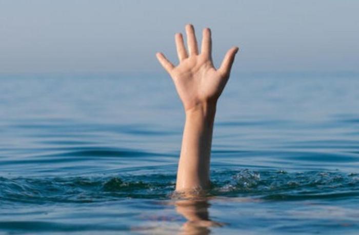 Siyəzəndə gənc qız su kanalında batdı
