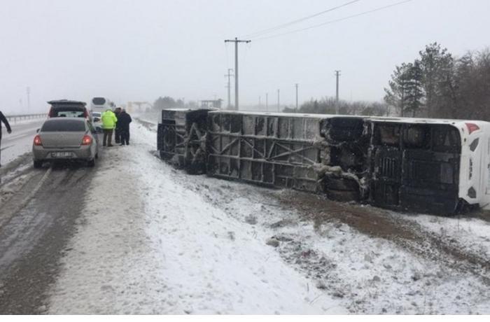 Turistləri daşıyan avtobus qəzaya uğradı — 34 nəfər yaralandı