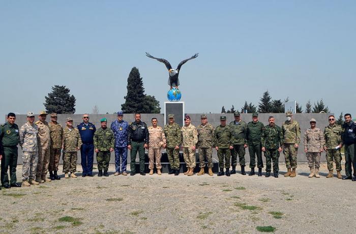 Xarici ölkələrin hərbi attaşeləri HHQ-nin hərbi hissəsini ziyarət etdi