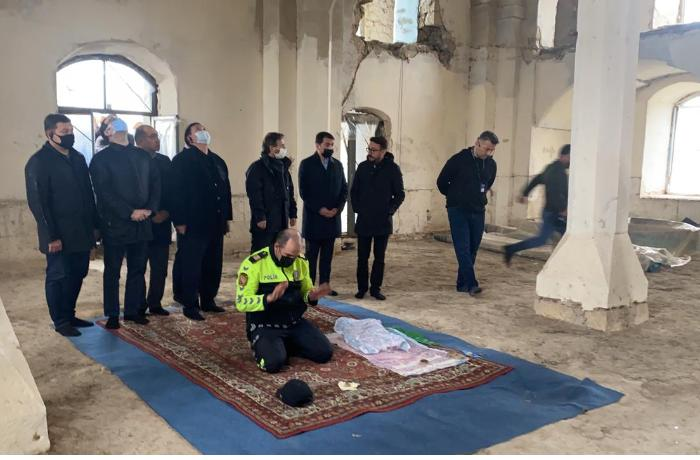 Azərbaycan polisinin danışan FOTOSU