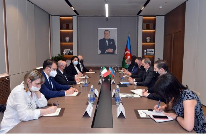 Ceyhun Bayramov İtaliya Senatının komissiya sədri ilə görüşdü