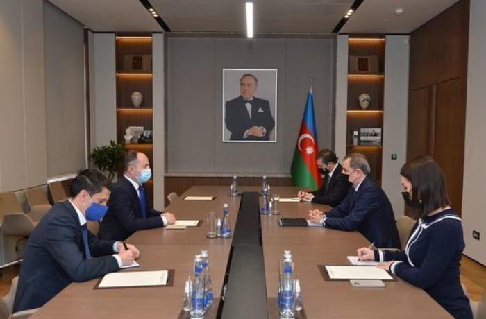 Ceyhun Bayramov Rumıniya səfirini qəbul etdi