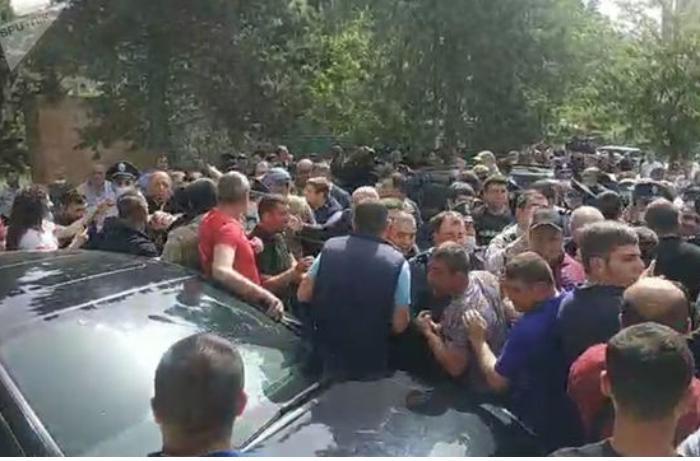 Ermənistanda Sünikdəki etirazlarla bağlı cinayət işi açıldı