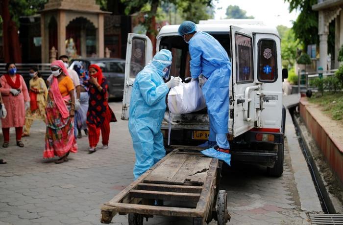 Hindistanda bir gündə koronavirusdan 4 min nəfər öldü