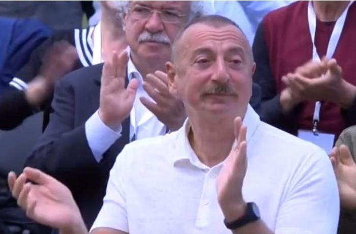 """""""Xarıbülbül"""" festivalında təsirli anlar — VİDEO"""