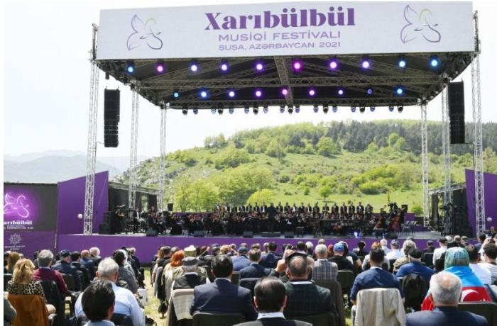 """""""Xarıbülbül"""" musiqi festivalı tarixi zəfərin nidası idi —  Deputat"""