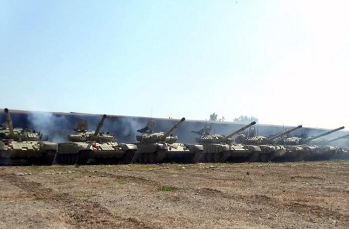 Azərbaycan Ordusunun tank bölmələri tapşırıqları yerinə yetirir — VİDEO
