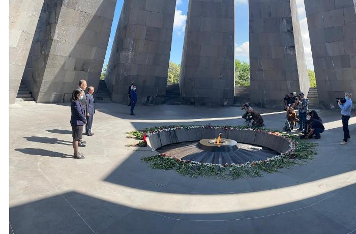 """Lavrov qondarma """"erməni soyqırımı"""" abidəsini ziyarət etdi — FOTO"""